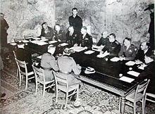 220px-Signature_de_la_rédition_le_7_mai_1945