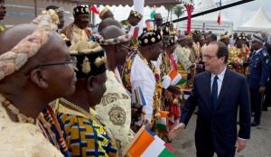 francois-hollande-accueilli-a-abidjan-au-premier-jour-de-sa-tournee-africaine-le-17-juillet-2014_4971795
