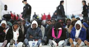 1200x630_304322_des-migrants-africains-jetes-a-la-me