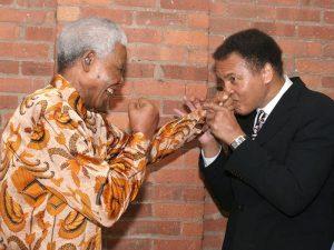 Mohammed-Ali-et-Nelson-Mandela-le-12-mai-2005