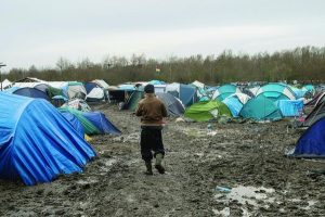Au-campement-Grande-Synthe-2-500-3-000-migrants-dont-majorite-Kurdes-syriens-survivent-dans-boue-dans_1_730_399