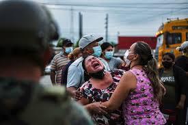 En Equateur, des familles éplorées après de meurtrières mutineries en prison
