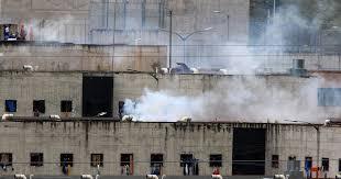 Au moins 75 morts lors de mutineries simultanées dans trois prisons d' Equateur - Le Temps