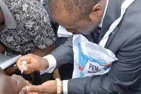 En raison d'une vingtaine d'enfants atteints de paralysie liée au  poliovirus circulant dérivé de la souche vaccinale de type 2, l'urgence de  santé publique de portée nationale déclarée en RDC. | Regional